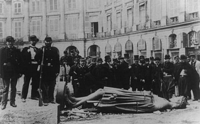 The toppled column of Napoleon I at the Place Vendôme during the Paris Commune in 1871. (Andre Adolphe Eugene Disderi/public domain)