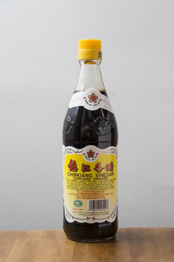 Chinkiang Chinese black vinegar. (Samira Bouaou/Epoch Times)