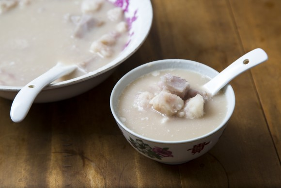 Taro dessert soup. (Samira Bouaou/Epoch Times)