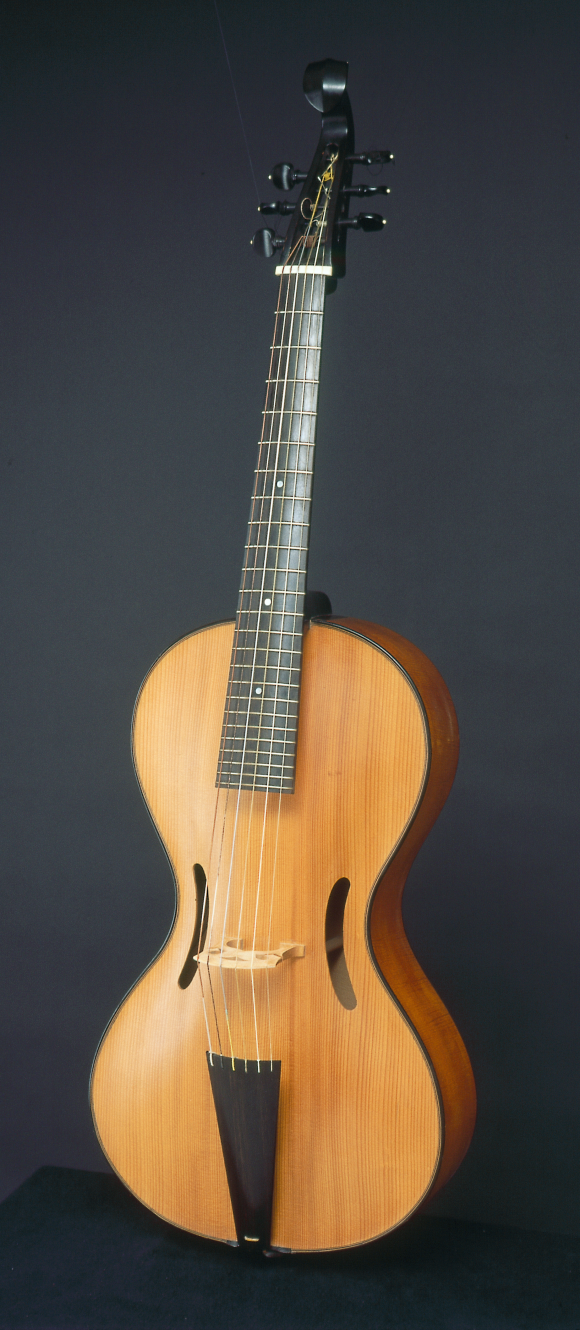 An arpeggione built in 1968 by violin maker Henning Aschaeur for the cellist Alfred Lessings. (Florian Monheim)