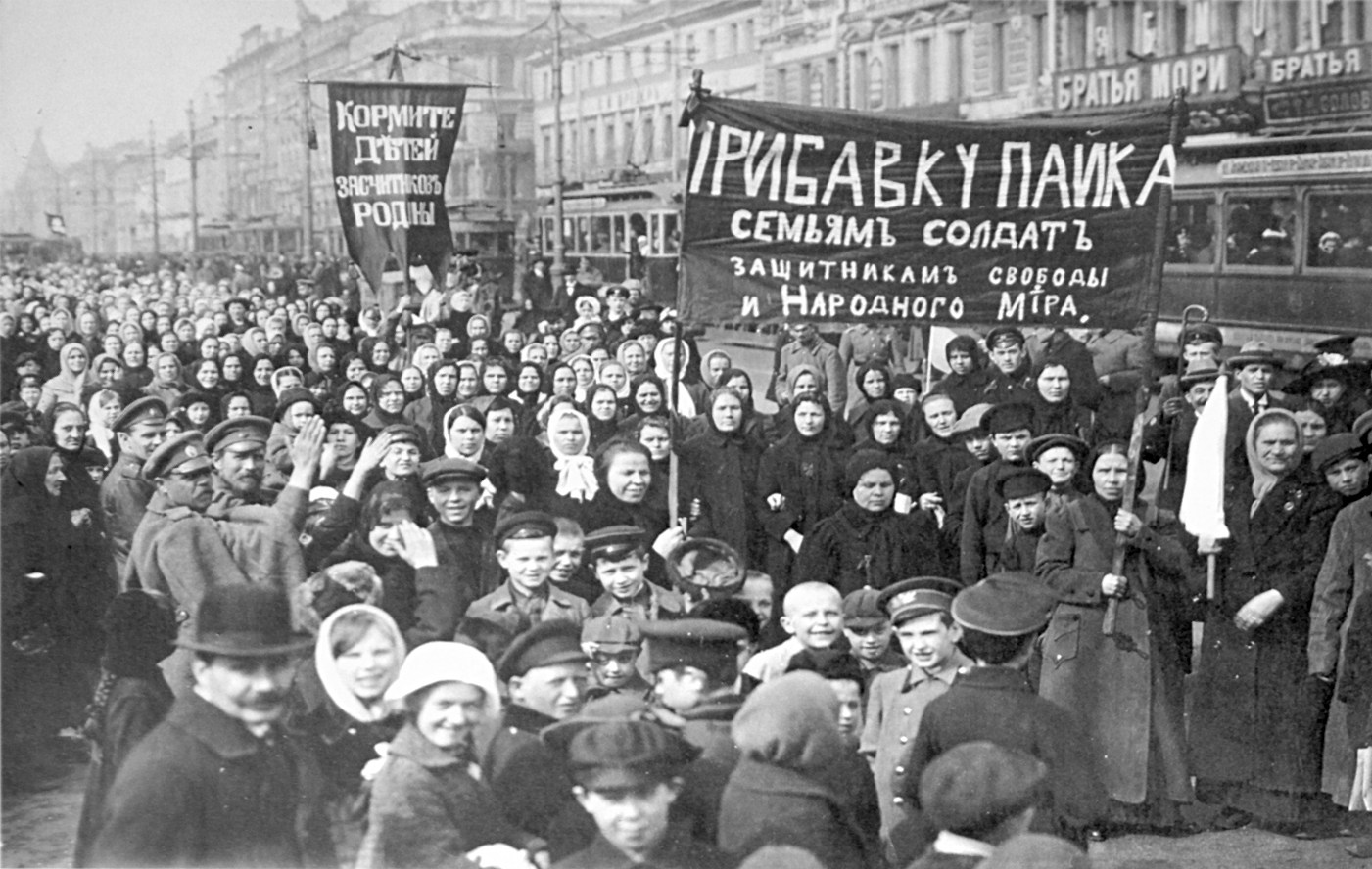A protest in St. Petersburg in the early days of the February Revolution in 1917. (State museum of Russian political history/Public Domain)