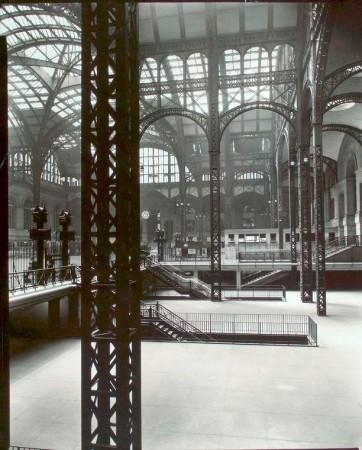 Penn Station, New York, 1935. (Berenice Abbott/New York Public Library/public domain)