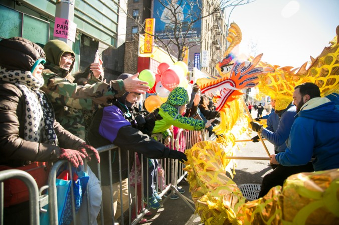 People react as a Falun Gong dragon dance team passes by at the annual Chinese Lunar New Year parade in Flushing, Queens, on Feb. 4, 2017. (Benjamin Chasteen/Epoch Times)