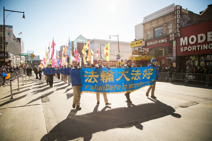 Falun Gong practitioners take part in the annual Chinese Lunar New Year parade in Flushing, Queens, on Feb. 4, 2017. (Benjamin Chasteen/Epoch Times)