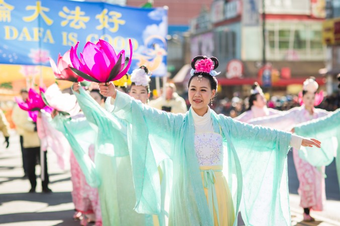 Falun Gong practitioners dressed as heavenly maidens, march in the annual Chinese Lunar New Year parade in Flushing, Queens, on Feb. 4, 2017. (Benjamin Chasteen/Epoch Times)