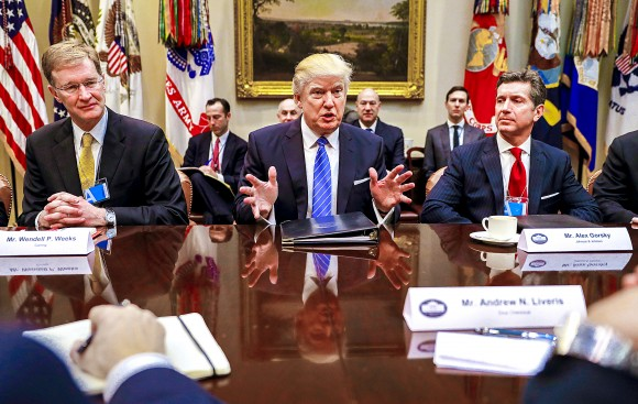 President Donald Trump (C), CEO of Johnson & Johnson Alex Gorsky (R), and CEO of Corning Wendell P. Weeks (L) at a breakfast meeting with business leaders at the White House on Jan. 23. Established in 1851, Corning continues to invest in innovation and manufacturing in the United States. (AP Photo/Pablo Martinez Monsivais)