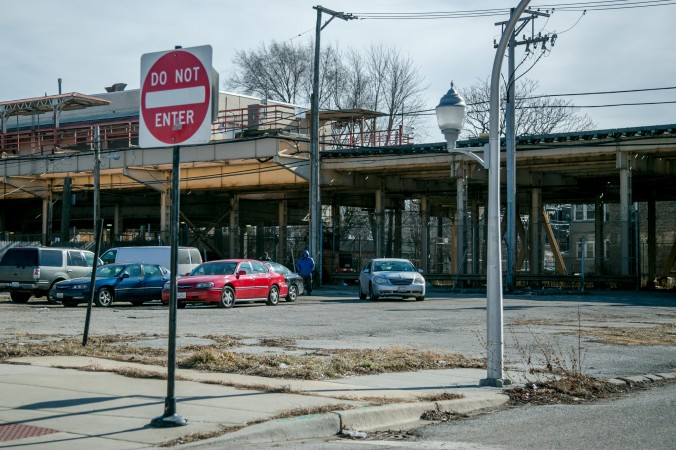 The train station in the Englewood neighborhood of Chicago, on Feb. 2, 2017. (Benjamin Chasteen/Epoch Times)