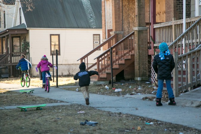 Children play in the Englewood neighborhood of Chicago on Feb. 3, 2017. (Benjamin Chasteen/Epoch Times)