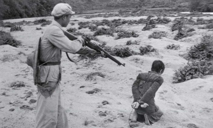 A Chinese landowner is executed by a communist soldier in Fukang, China. (Public Domain)