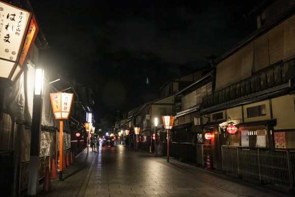 Hanami-koji Street, the main thoroughfare of the Gion entertainment district in Kyoto. (Annie Wu/Epoch Times)