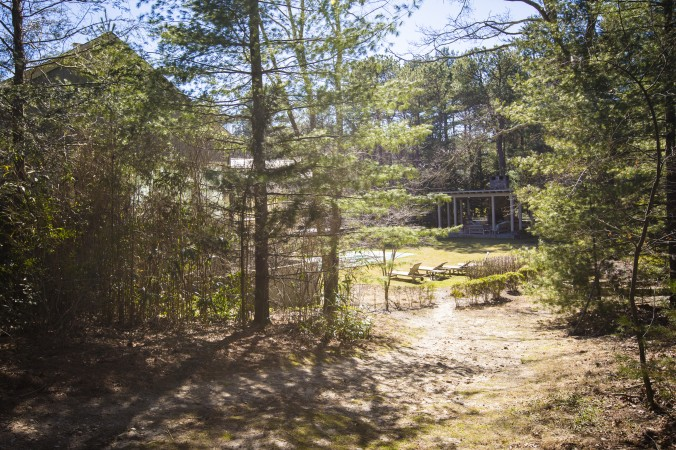 A trail behind the addiction recovery center The Dunes in East Hampton, N.Y. (Samira Bouaou/Epoch Times)