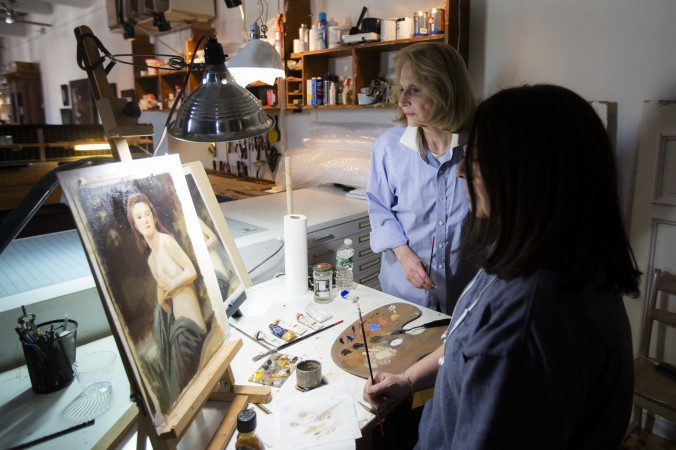 Judith Kudlow, artist and founder of Willow Avenue Atelier, teaches a student in the Bronx, N.Y., on Feb. 23, 2017. (Samira Bouaou/Epoch Times)