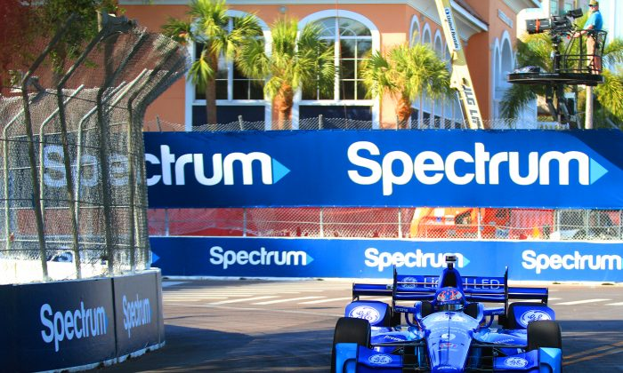 Scott Dixon in the #9 Ganassi Dallara-Honda set the quickest lap of the second practice session for the IndyCar St. Pete Grand Prix, March 10, 2017. (Chris Jasurek/Epoch Times)