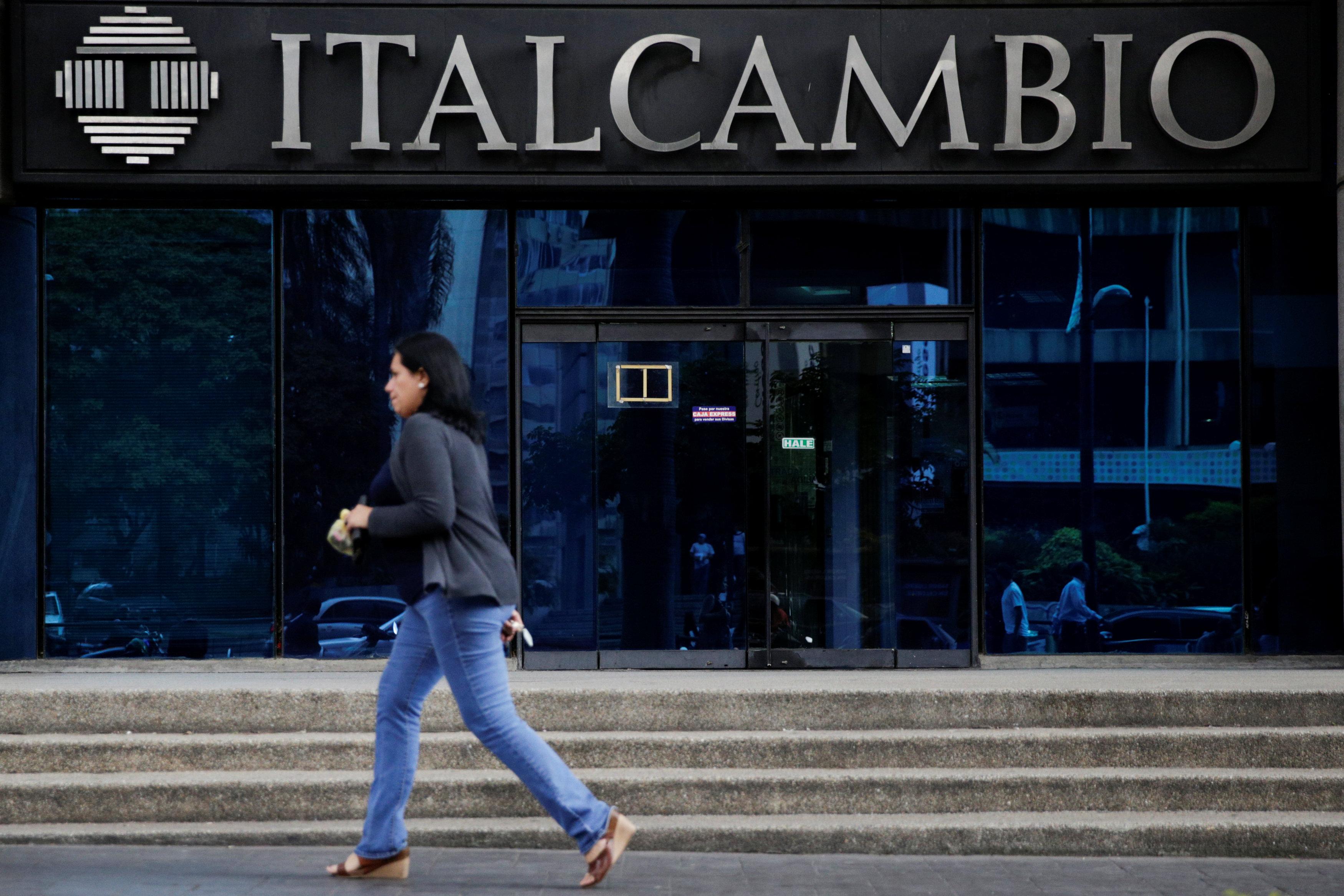 A woman walks past a branch of Italcambio currency exchange in Caracas, Venezuela on Feb. 14, 2017.  (REUTERS/Marco Bello)