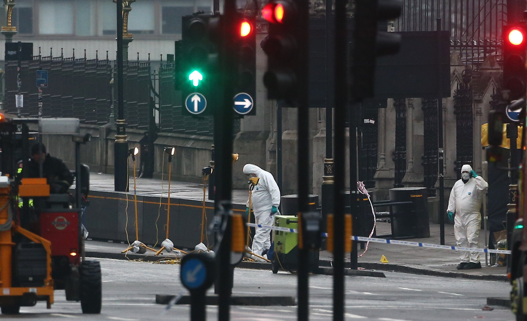 Forensics investigators and police officers work at the site near Westminster Bridge. (REUTERS/Neil Hall)