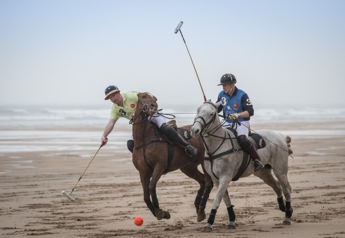 Andy Burgess (R) riding Tonka and Daniel Loe (L) riding La Sofia practice for the forthcoming Aspall Polo on the Beach at Watergate Bay in Cornwall, England, on March 29, 2017. (Matt Cardy/Getty Images)