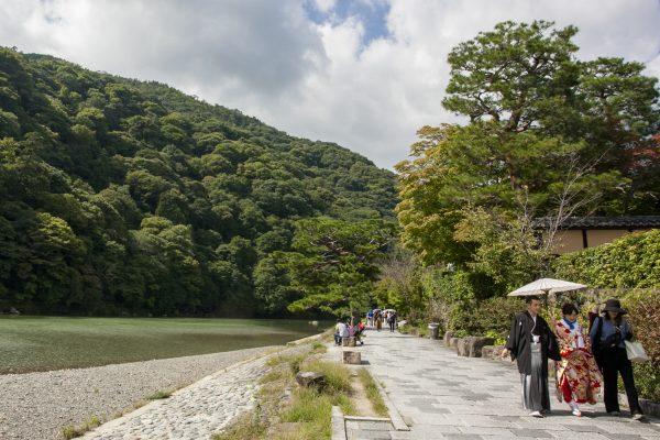 Strolling by the Katsura River in the Arashiyama District. (Annie Wu/Epoch Times)