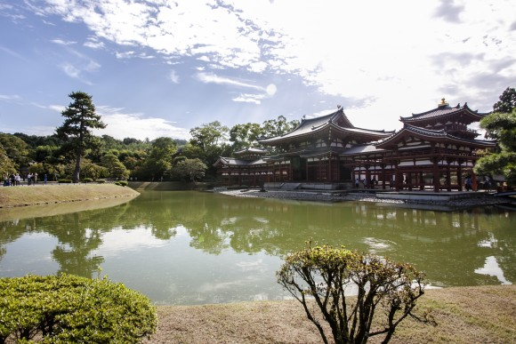 The majestic Phoenix Hall inside Byodoin Temple. (Annie Wu/Epoch Times)