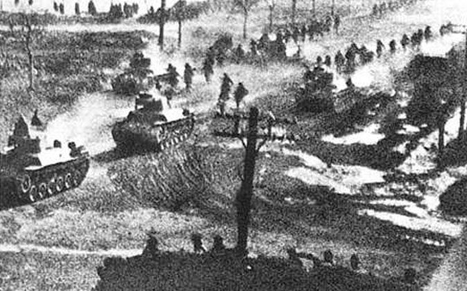 Communist troops in the Chinese civil war. Here, tanks of the People's Liberation Army participate in the Liaoshen Campaign, which brought the city of Changchun under siege in 1948. (Public Domain)