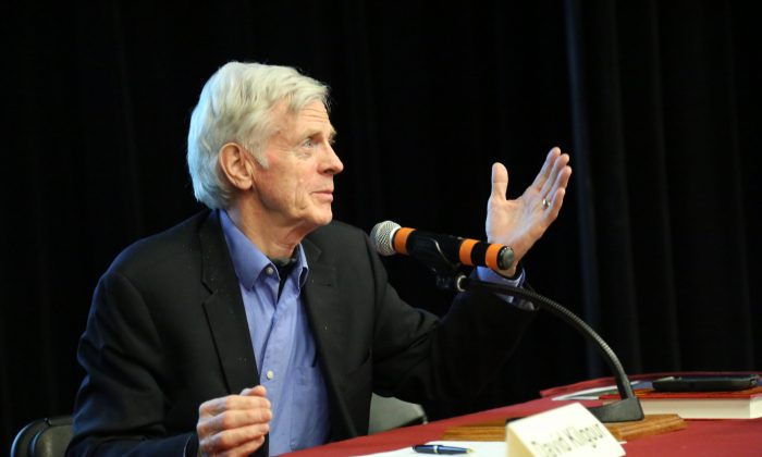 """David Kilgour, former Canadian secretary of state for Asia-Pacific, speaks to the audience at a panel discussion following the screening of """"Human Harvest"""" at the University of Ottawa on April 6, 2017.  (Jonathen Ren/Epoch Times)"""