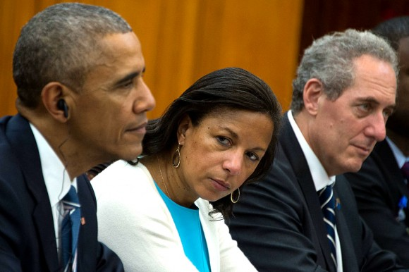 Susan Rice (C) looks on as Former President Barack Obama (L) and US Trade Representative Michael Froman (R) meet with Vietnam's Prime Minister Nguyen Xuan Phuc in Hanoi on May 23, 2016.