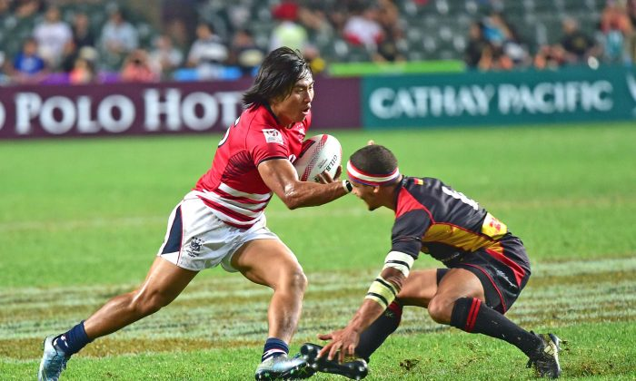 Cado Lee of Hong Kong makes valiant attempt to score but Heatbreak for Hong Kong as Germany win 14-7 in the Sevens Qualifier competition at Hong Kong Stadium on April 8, 2017. (Bill Cox/Epoch Times)