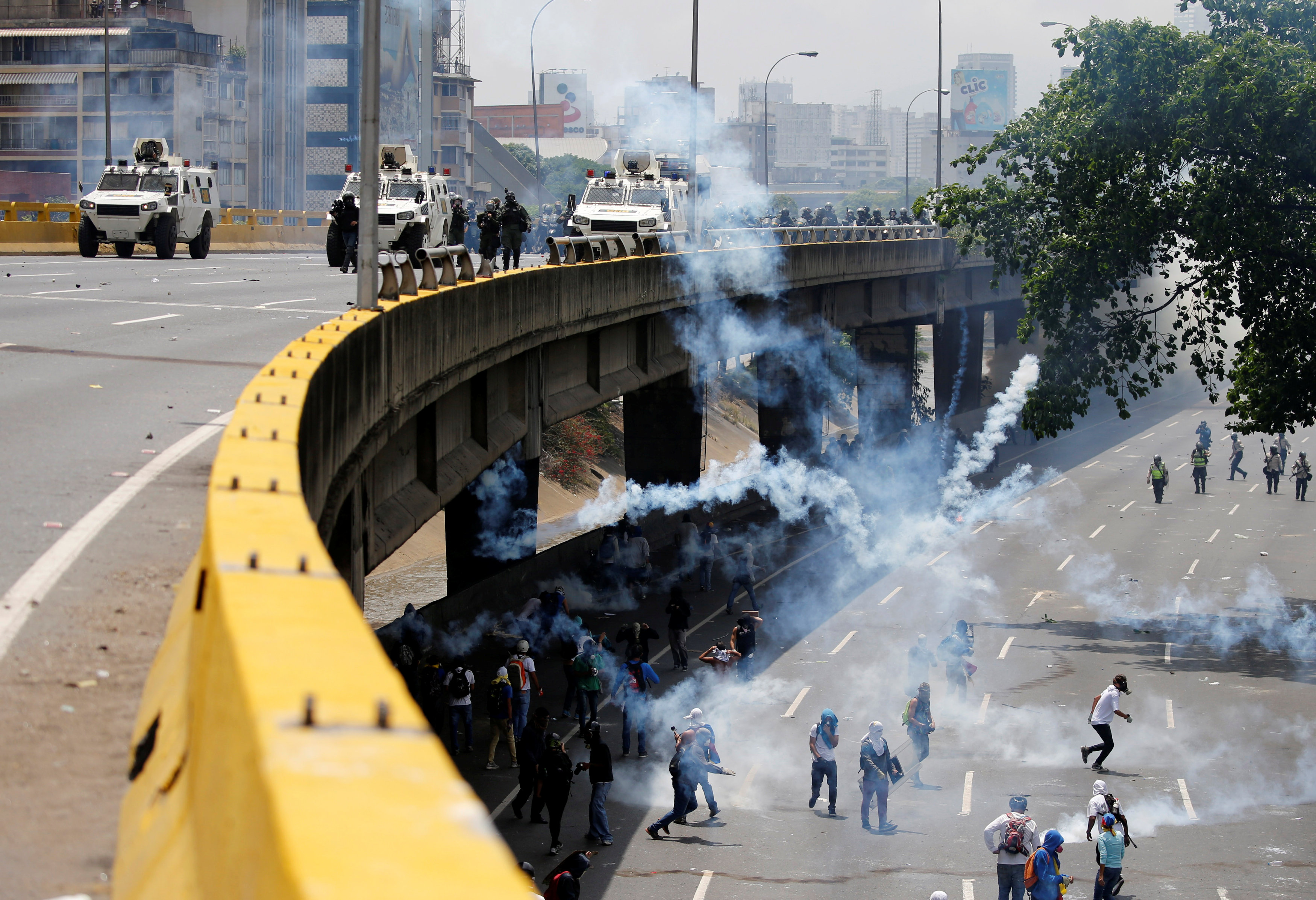 """Demonstrators clash with riot police during the so-called """"mother of all marches"""" against Venezuela's President Nicolas Maduro in Caracas, Venezuela on April 19, 2017. (REUTERS/Carlos Garcia Rawlins)"""