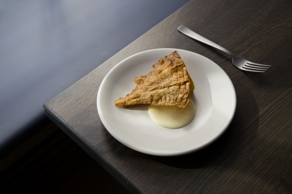 Baked parsnip with white chocolate and parsnip skin. (Samira Bouaou/The Epoch Times)