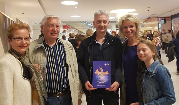 CAPTION: From left to right, André, Christophe, and Sylvie Courges, came to see Shen Yun on Saturday, April 22, 2017, at the Palais des Congrès. (The Epoch Times)