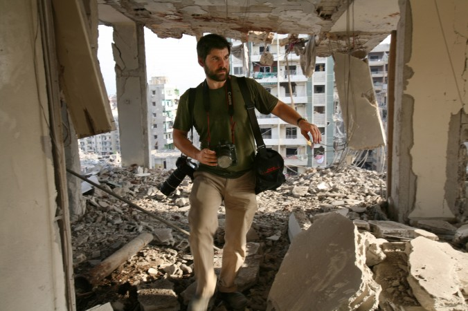 Getty Images photographer Chris Hondros in southern Beirut, Lebanon, on Aug. 21, 2006. (Getty Images)