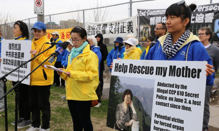 Hongyan Lu speaks at a rally in front of the Chinese embassy on April 25, 2017, to mark the 18th anniversary of Falun Gong practitioners' large-scale appeal for freedom of belief in China on April 25, 1999, and to call for an end to the persecution of Falun Gong. To her right is Falun Gong practitioner Joanna Qiao holding a sign seeking help to call for the release of Lu's mother, Huixia Chen, who is detained in China and faces three years' to life imprisonment for her belief. (Donna He/The Epoch Times)