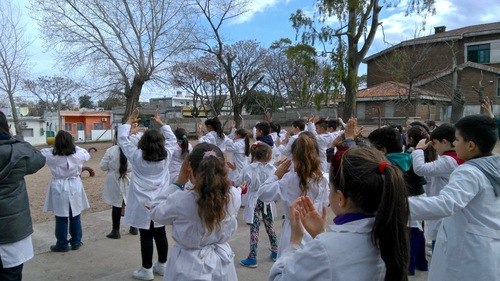 Students doing Falun Gong exercises in a school courtyard  (Minghui.org)