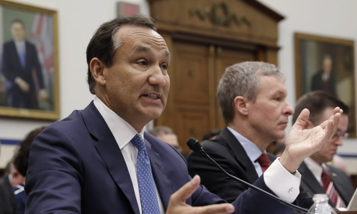 """United Airlines CEO Oscar Munoz (L) testifies next to  UAL President Scott Kirby at a House Transportation and Infrastructure Committee hearing on """"Oversight of U.S. Airline Customer Service,"""" on Capitol Hill in Washington on  May 2, 2017. (REUTERS/Kevin Lamarque)"""