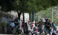 Venezuela Opposition Blocks Streets to Protest Maduro's Power Shakeup