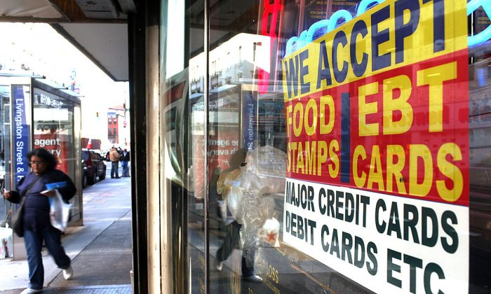 A sign in a market window advertises this store accepts food stamps in New York,  on Oct. 7, 2010. (Spencer Platt/Getty Images)