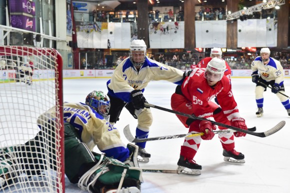 Totachi CCCP on the attack in the final of the Mega Ice 2017 Hockey 5's, on May 6, 2017. (Bill Cox/Epoch Times)