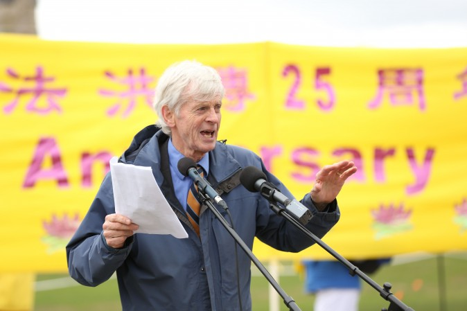David Kilgour, former Liberal MP and secretary of state (Asia-Pacific), speaks at a celebration on Parliament Hill marking the 25th anniversary of Falun Gong, May 9, 2017. (Evan Ning/Epoch Times)