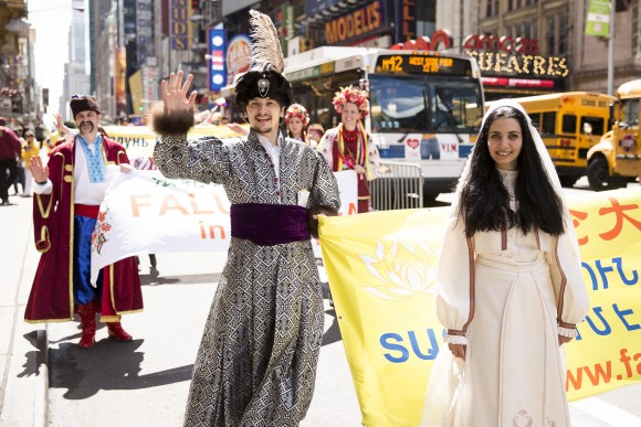 Thousands of Falun Gong practitioners march in a parade along 42nd Street in New York for World Falun Dafa Day on May 12, 2017. (Benjamin Chasteen/The Epoch Times)