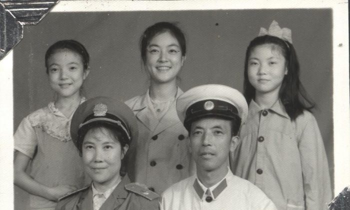 Jennifer (center) with her sisters, mother, and father. (courtesy Jennifer Zeng)