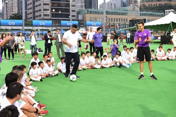 Famous  Brazilian footballer Ronaldo Nazario,  Real Madrid Ambassador for the Dreams Foundation, demonstrates skills during his teachin to soccer youngsters at Hong Kong Football Club on Friday May 26, 2017. (Bill Cox/Epoch Times)