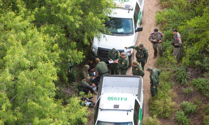 A view from a Border Patrol helicopter, shows the Texas Border Patrol and Texas State Troopers detaining illegal aliens from Mexico near McAllen, Texas, on May 30, 2017. (Benjamin Chasteen/The Epoch Times)