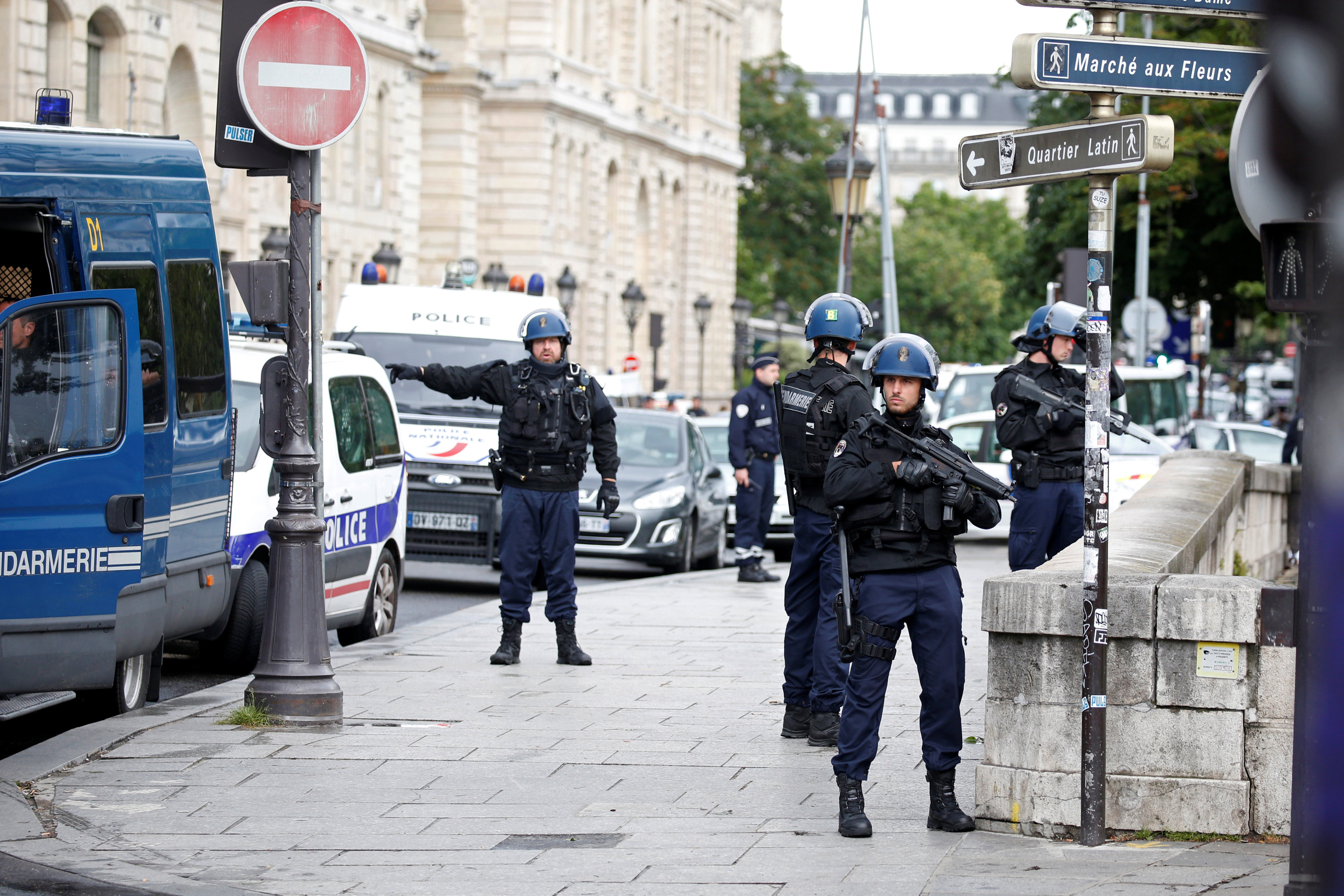 French gendarmes and police stand at the scene of a shooting incident near the Notre Dame Cathedral in Paris, France on June 6, 2017. (REUTERS/Charles Platiau)
