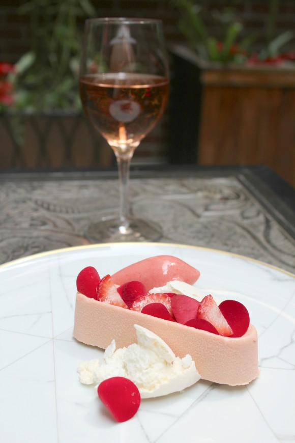 Pavlova with rosè. (Courtesy of The Lambs Club)