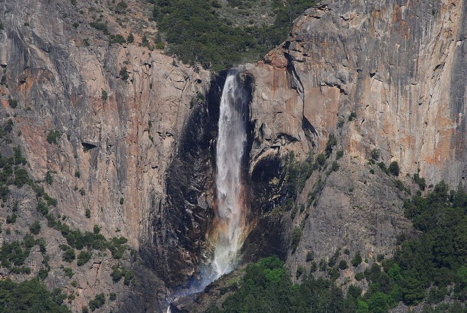View of Bridelveil Falls from Tunnel View on CA Route 41 (Asamudra / CC BY 3.0 / https://goo.gl/Ju1Ah / Wikimedia Commons)