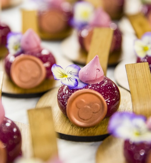 Cassis cremeux with hibiscus meringue, by pastry chef Stefan Riemer. (Samira Bouaou/The Epoch Times)