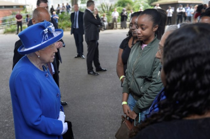Britain's Queen Elizabeth meets residents of the Grenfell Tower block near the scene of the fire that destroyed the block, in north Kensington, West London, Britain June 16, 2017.  REUTERS/Hannah McKay