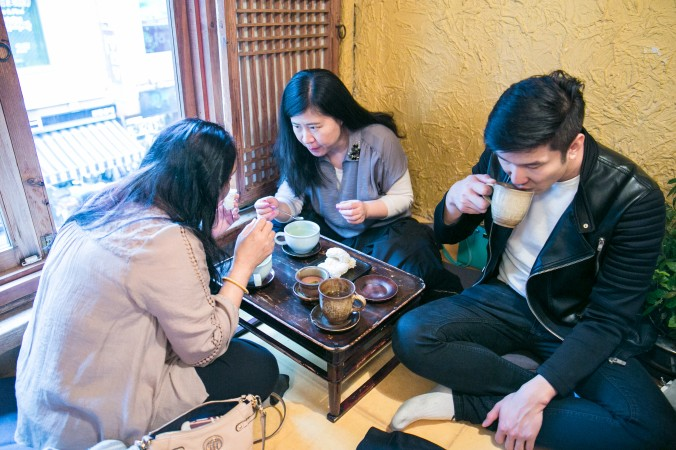 Enjoying tea at a traditional Korean tea house in the Insadong Market in Seoul. (Benjamin Chasteen/The Epoch Times)