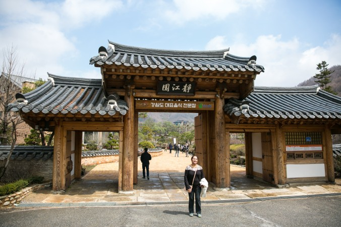 The entrance of the Jeong Gang Won, the Institute of Traditional Korean Cuisine, in Pyeongchang.  (Benjamin Chasteen/The Epoch Times)