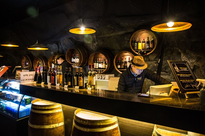 The vinatge style wine tasting bar in Gwangmyeong Cave. (Benjamin Chasteen/The Epoch Times)