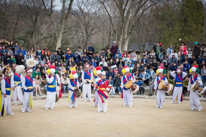 Men perform a traditional folk dance called nongak in the Korean Folk Village park.  (Benjamin Chasteen/The Epoch Times)
